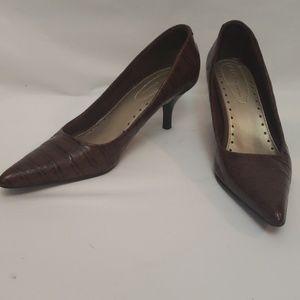NINE & CO pointy toe heels in brown animal print